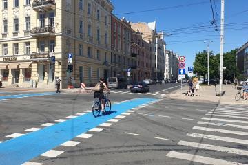 Cyclist crossing intersection inside of a bike lane.