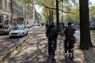 Handshake cycling tour in Amsterdam