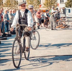 Bruges car-free day - pennyfarthing bike